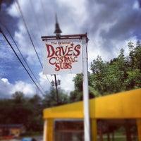 รูปภาพถ่ายที่ Dave's Cosmic Subs โดย Anthony N. เมื่อ 6/1/2012