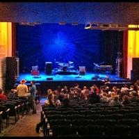 Das Foto wurde bei Moore Theatre von Cortney G. am 4/6/2012 aufgenommen