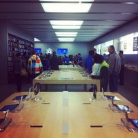 Photo taken at Apple Rideau by David B. on 3/4/2012