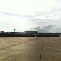 Das Foto wurde bei Flughafen Tempelhof von TechnoKai am 8/6/2012 aufgenommen