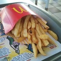 Foto tirada no(a) McDonald's por Denise A. em 7/27/2012