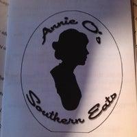 Foto tomada en Annie O's Southern Eats por Janet C. el 4/12/2012