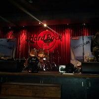 Photo taken at Hard Rock Café by Hardik V. on 8/9/2012