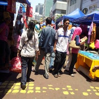 Photo taken at Jalan Tuanku Abdul Rahman (TAR) by Lyana F. on 8/9/2012