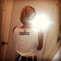 รูปภาพถ่ายที่ Crimsin โดย Christin H. เมื่อ 6/8/2012