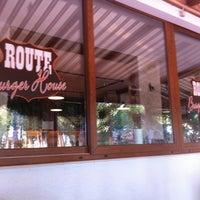8/15/2012 tarihinde Emreziyaretçi tarafından Route Burger House'de çekilen fotoğraf