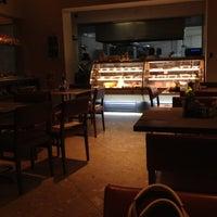 Foto tirada no(a) San Paolo Brasseria & Ristorante por Peixoto F. em 5/22/2012