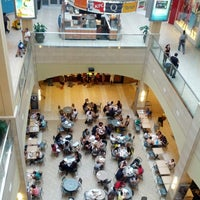 Foto tomada en Queens Center Mall por Brian K. el 8/4/2012