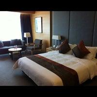 Photo taken at 建国酒店 Jianguo Hotel by Mei Inn on 2/4/2012