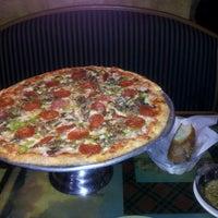 Das Foto wurde bei Johnny's Italian Restaurant von Rob H. am 7/5/2012 aufgenommen