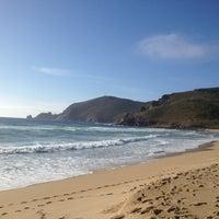 Photo taken at Praia Mar de fóra by Isa C. on 8/12/2012