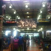 Foto diambil di DICK'S Sporting Goods oleh Warren G. pada 5/9/2012