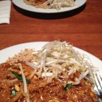 Photo prise au Archi's Thai Bistro par Karen Z. le3/20/2012