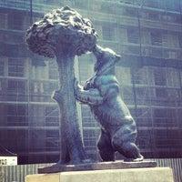 Снимок сделан в Estatua del Oso y el Madroño пользователем Francisco B. 8/4/2012