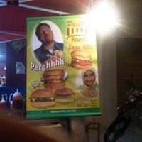 Photo taken at Mc Burger by Ayah Mac alKampari on 5/13/2012