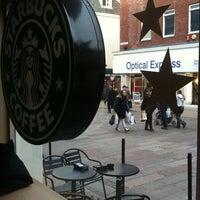 Foto tomada en Starbucks por Pinar B. el 2/20/2012