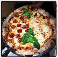 lucali pizza place in carroll gardens