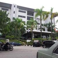 Photo taken at Mahkamah Tinggi Shah Alam by Jaja R. on 9/12/2012