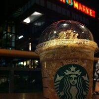 Снимок сделан в Starbucks пользователем Frizal G. 3/17/2012