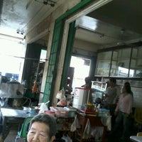 Photo taken at ร้านอาหาร แต้เม่งหลี (แปะตี๋) by Natsuki H. on 3/24/2012