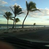 Photo taken at Praia de Ipitanga by Kayan S. on 2/24/2012