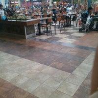 Foto tomada en Patio de Comidas Mall Florida Center por Umi A. el 2/18/2012