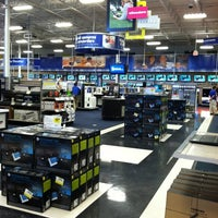 Photo taken at Best Buy by Ritchel E. on 4/21/2012
