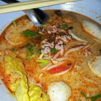 Photo taken at Udomsuk Tomyum Noodle by cando s. on 5/13/2012