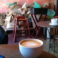 Снимок сделан в The Conservatory for Coffee, Tea & Cocoa пользователем Nakul K. 4/14/2012
