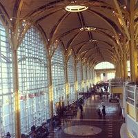 รูปภาพถ่ายที่ Terminal A โดย Alexander H. เมื่อ 2/27/2012