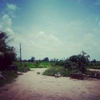 Photo taken at ลานเอนกประสงค์หมู่บ้าน หนองมะขาม by Channarong A. on 8/19/2012