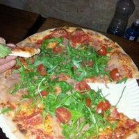 6/6/2012 tarihinde Fitzy S.ziyaretçi tarafından Pizza Nostra'de çekilen fotoğraf