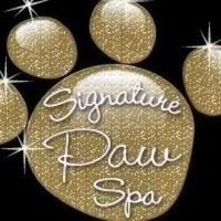 Photo prise au Signature Paw Spa par Tonya M. le8/8/2012