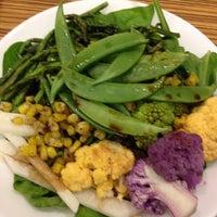 Foto tomada en NYU Hayden Dining Hall por Veronica el 6/15/2012