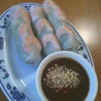 Foto scattata a Pho Sao Bien Vietnamese Restaurant da Jenna S. il 6/20/2012