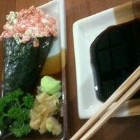 Foto tirada no(a) Kamakura Sushi por Gabriela Tamara F. em 8/18/2012