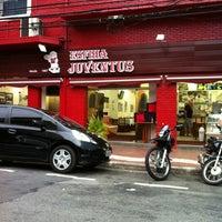 Foto tirada no(a) Esfiha Juventus por Lu L. em 4/8/2012