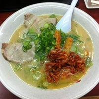 Photo taken at 博多長浜ラーメン みよし by Kenny M. on 4/20/2012