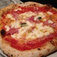 Foto tirada no(a) Settebello Pizzeria por Leonardo B. em 8/7/2012