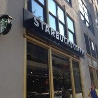 Das Foto wurde bei Starbucks von Toshiaki T. am 9/13/2012 aufgenommen