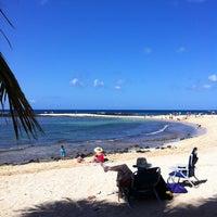 Foto tomada en Poipu Beach por C.Y. L. el 4/20/2012