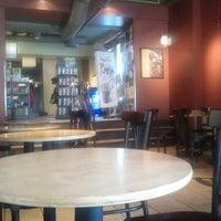 Das Foto wurde bei Starbucks von Vito C. am 7/2/2012 aufgenommen