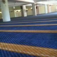 Photo taken at Masjid Saidina Umar Al-Khattab by Shahrol Z. on 3/9/2012