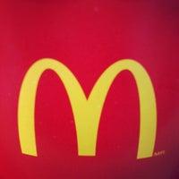Foto tirada no(a) McDonald's por Raylson M. em 8/17/2012