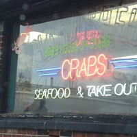 Foto tomada en Bob's Crab Shack por Sam G. el 2/29/2012