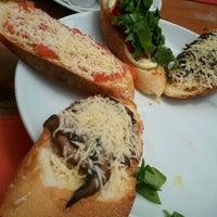 Foto tirada no(a) Benedetta Pasta e Polpettone por Eliane T. em 2/20/2012