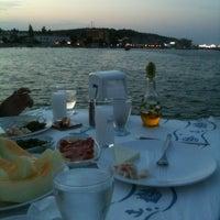 Photo taken at Yali Restorant Mordogan by Ozan O. on 8/10/2012