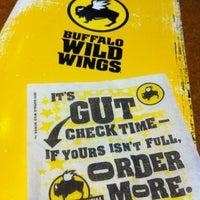 Foto tomada en Buffalo Wild Wings por Charmaine el 8/16/2012