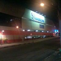 Foto tirada no(a) Supercenter Angeloni por André M. em 6/14/2012