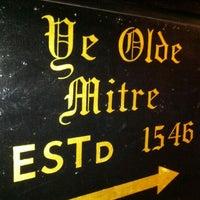 Foto tirada no(a) Ye Olde Mitre Tavern por Dan H. em 7/25/2012